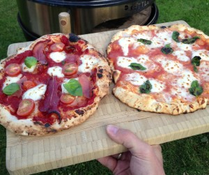 To pizzaer klare (forskjellige sauser)