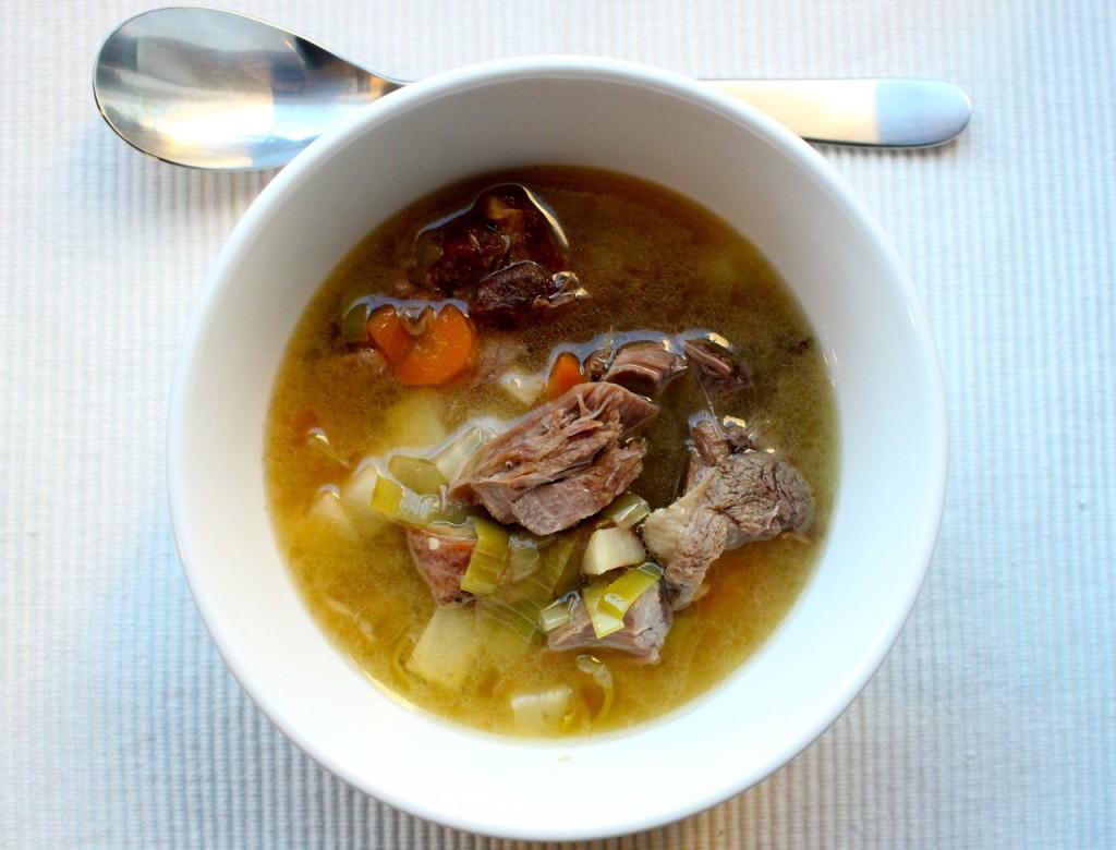 Suppe av fårikålkjøtt
