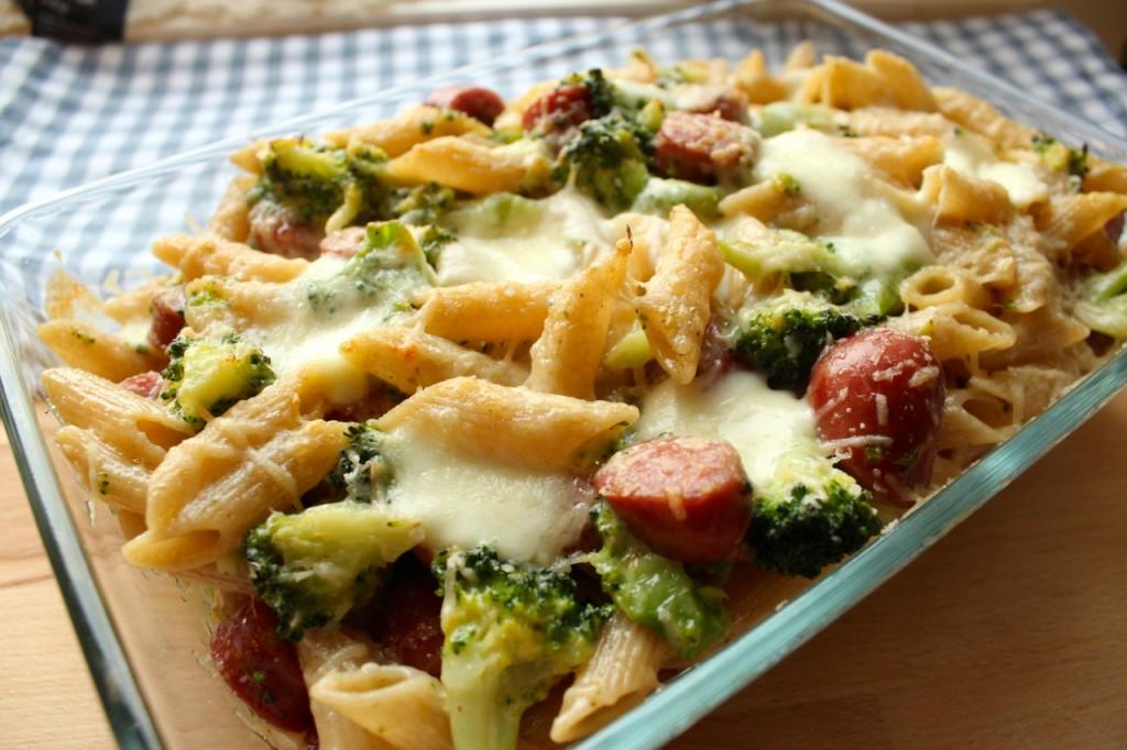 Barnevennlig pølse og broccoligrateng