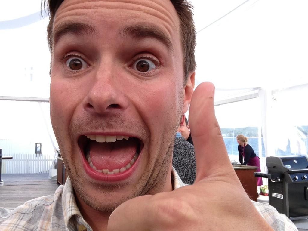 Stian tok en selfie av seg selv mens han måtte fotografere deltakerne på sett