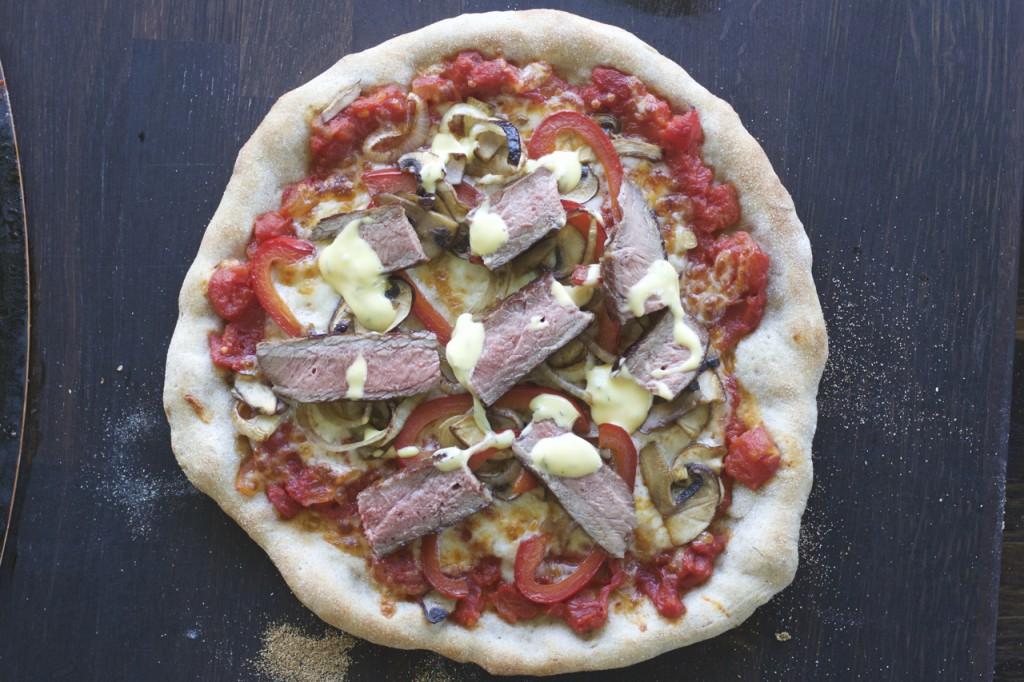 Pizza med biff og bearnaise