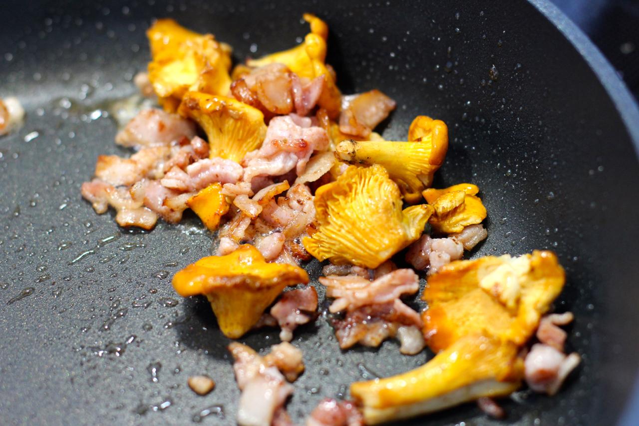Stek kantarellen i baconfett