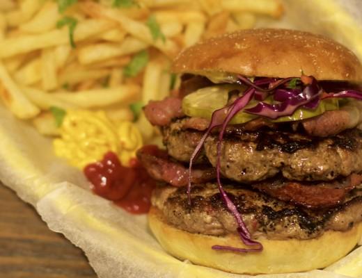 Hjemmelaget dobbel baconburger!